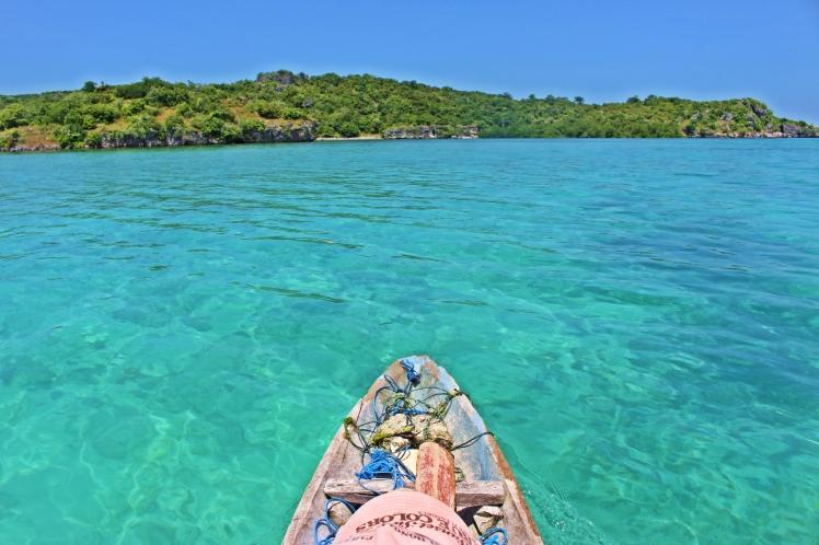 Praias acessíveis só de barco